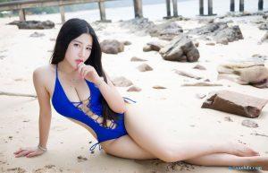 gái đẹp mặc bikini màu xanh